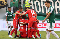 PALMIRA - COLOMBIA, 06-10-2019: Jugadores de America celebran después de anotar el primer gol durante partido entre Deportivo Cali y América de Cali por la fecha 15 de la Liga Águila II 2019 jugado en el estadio Deportivo Cali de la ciudad de Palmira. / Players of America celebrate after scoring the first goal during match between Deportivo Cali and America de Cali for the date 11 as part Aguila League II 2019 played at Deportivo Cali stadium in Palmira city. Photo: VizzorImage / Nelson Rios / Cont
