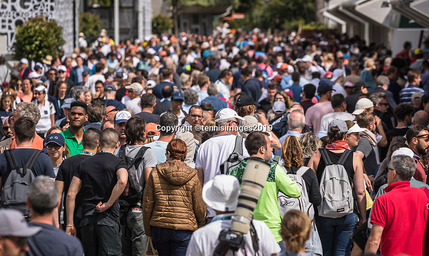Paris, France, 27 May, 2019, Tennis, French Open, Roland Garros, alley between Court Philippe  Chatrier and court Suzanne Lenglen<br /> Photo: Henk Koster/tennisimages.com