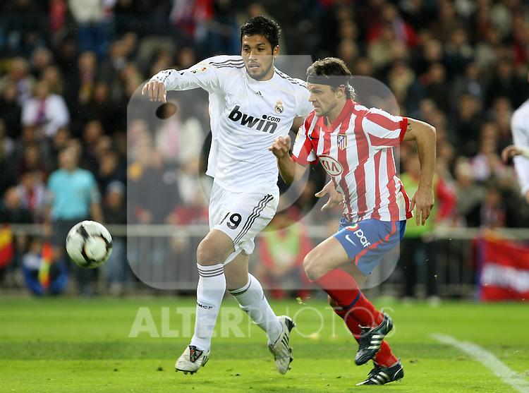 Atletico de Madrid's Tomas Ujfalusi (r) and Real Madrid's Ezequiel Garay during La Liga match. November 7 2009. .(ALTERPHOTOS/Acero).