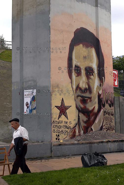 Paesi Baschi, Bilbao.Murales in ricordo di Josu Muguruza deputato di Herri Batasuna, ucciso il 20 Novembre 1989