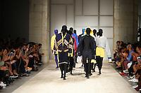 LISBOA, PORTUGAL, 09.10.2016 -  MODA-LISBOA - Modelo durante desfile da grife Ricardo Andrez na Moda Lisboa Fashion Week Together, no Pátio da Galé, em Lisboa, Portugal, nesse domingo 9. (Foto: Bruno de Carvalho/Brazil Photo Press/Folhapress)