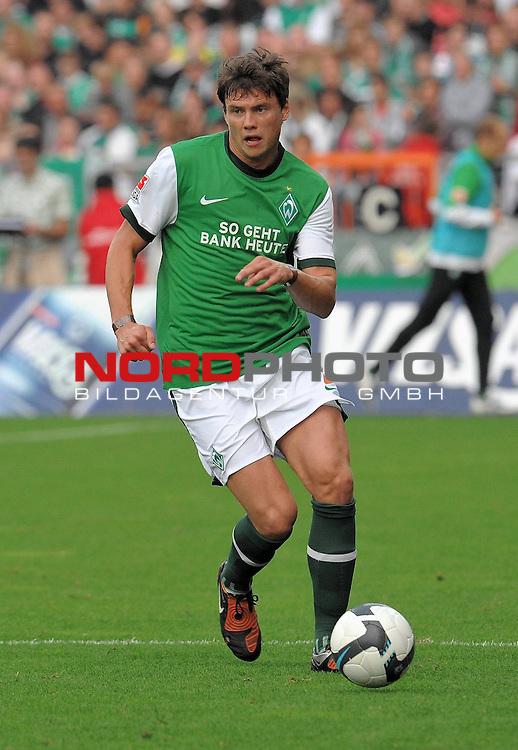 FBL 09/10  07. Spieltag Hinrunde / Weser Stadion<br /> Werder Bremen - Mainz05 3:0<br /> <br /> Sebastian Boenisch ( Bremen GER #2 )<br /> <br /> Foto &copy; nph ( nordphoto )