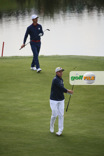 Rickie Fowler (Team USA) & /thor on the 9th fairway during Friday's Fourballs, at the Ryder Cup, Le Golf National, Îls-de-France, France. 28/09/2018.<br /> Picture David Lloyd / Golffile.ie<br /> <br /> All photo usage must carry mandatory copyright credit (© Golffile   David Lloyd)