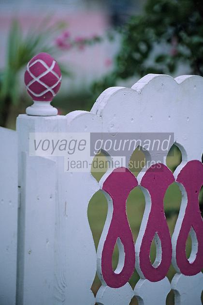 Les Bahamas /Ile d'Eleuthera/Harbour Island/Dunmore Town: détail du portail d'une Maison coloniale du front de mer du village