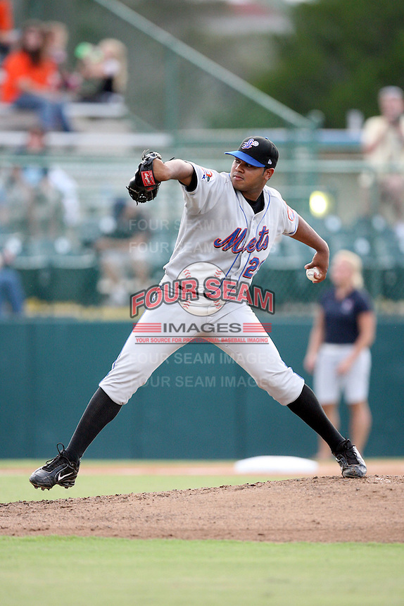 August 15, 2008: Julio Polanco (28) of the St. Lucie Mets at Jackie Robinson Ballpark in Daytona Beach, FL. Photo by: Chris Proctor/Four Seam Images