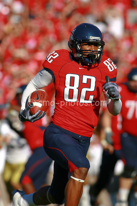 Oct 24, 2009; Tucson, AZ, USA; Arizona Wildcats wide receiver Juron Criner (82) runs a jet sweep 1st quarter of a game against the UCLA Bruins at Arizona Stadium.  The Arizona receivers ran for 101 yards on jet sweeps and reverses during the Wildcats 27-13 victory over the Bruins.
