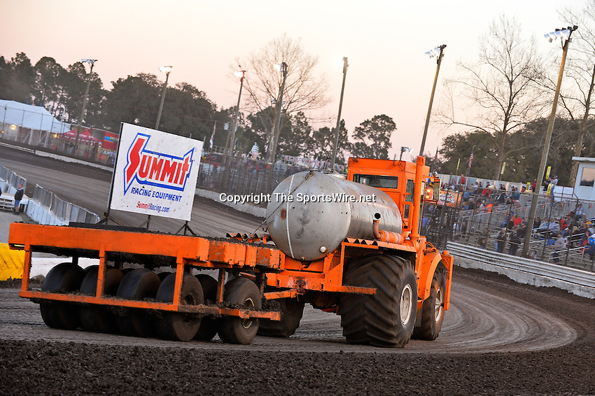 Feb 17, 2014; 6:10:40 PM;  Barberville, FL, USA;  World of Outlaws Late Model Series for 43rd Annual DIRTcar Nationals presented by Summit Racing Equipment at Volusia Speedway Park.  Mandatory Credit: (thesportswire.net)