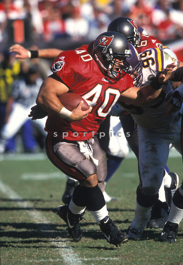 Tampa Bay Buccaneers, Mike Alstott (40) during a game against the Minnesota Vikings on October  28, 2001 at the Raymond James Stadium in Tampa, Florida. The Buccaneers beat the VIkings 41-14. Mike Alstott played for 11 years all with the Buccaneers and was a 6-time Pro-Bowler.