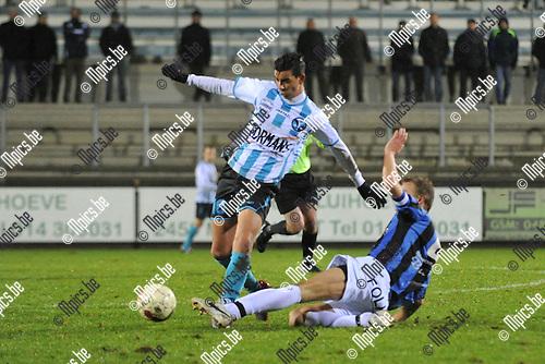 2011-12-26 / voetbal / seizoen 2011-2012 / Verbroedering Geel-Meerhout - Vigor Wuitens Hamme / Mohamed Riyani (l) (VGM) ontwijkt een sliding van Koen Van Der Heyden (r) (Vigor Hamme)