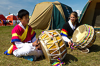 Drumming lesson. Photo: Mikko Roininen / Scouterna