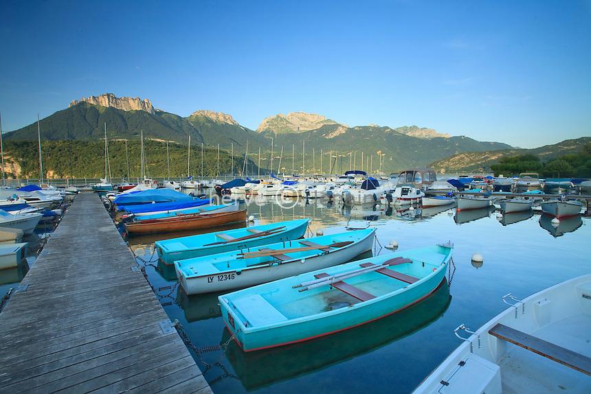 France, Haute-Savoie (74), Saint-Jorioz, lac d'Anneçy, le port de plaisance en soirée // France, Haute-Savoie, Saint-Jorioz, lake Anneçy, the Marina