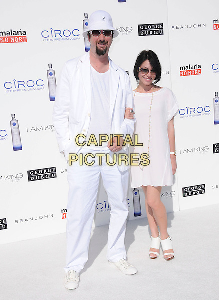 TOM GREEN & GUEST .at The White Party  held at  private Estate in Cold Water Canyon, California, USA, July 4th 2009.                                                                   .Independence Day full length white hat suit dress sunglasses.CAP/DVS.©Debbie VanStory/RockinExposures/Capital Pictures
