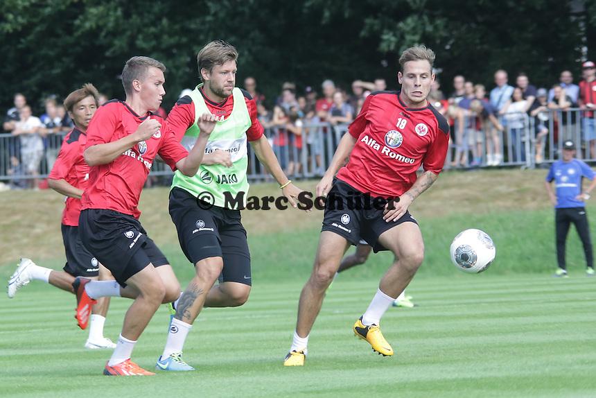 Marco Russ gegen Marvin Bakalorz - Eintracht Frankfurt Saisoneroeffnung
