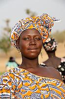 "Westafrika Mali Frau in Mopti  | .Africa Mali woman in Mopti .| [ copyright (c) Joerg Boethling / agenda , Veroeffentlichung nur gegen Honorar und Belegexemplar an / publication only with royalties and copy to:  agenda PG   Rothestr. 66   Germany D-22765 Hamburg   ph. ++49 40 391 907 14   e-mail: boethling@agenda-fototext.de   www.agenda-fototext.de   Bank: Hamburger Sparkasse  BLZ 200 505 50  Kto. 1281 120 178   IBAN: DE96 2005 0550 1281 1201 78   BIC: ""HASPDEHH"" ,  WEITERE MOTIVE ZU DIESEM THEMA SIND VORHANDEN!! MORE PICTURES ON THIS SUBJECT AVAILABLE!! ] [#0,26,121#]"