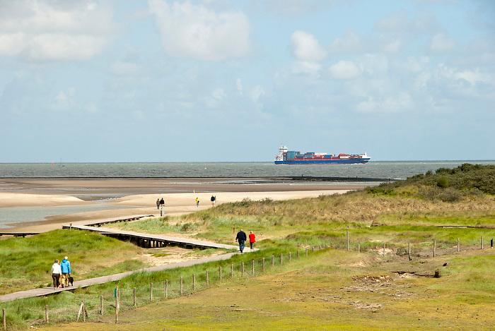 10 juni 2011 .Langs de kust van Zeeuws-Vlaanderen, is een natuurgebied met schorren en slikken..(c)renee teunis