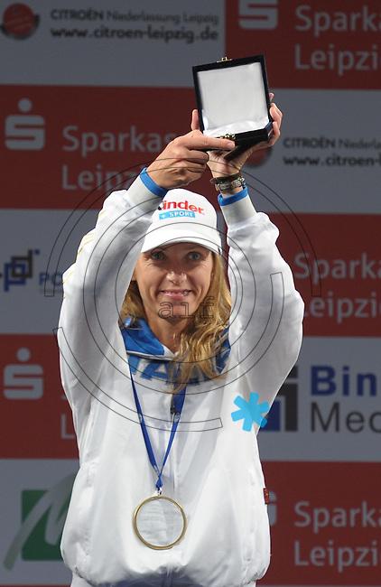 European Championships Fencing 2010 / Fecht Europameisterschaft 2010 in Leipzig - Competition Championat d'europe - im Bild: Siegerehrung / medal ceremony - florett damen - Europameisterin /  Gold Medalist :  Valentina Vezzali (ITA)  . Foto: Norman Rembarz..Norman Rembarz , Autorennummer 41043728 , Augustenstr. 2, 04317 Leipzig, Tel.: 01794887569, Hypovereinsbank: BLZ: 86020086, KN: 357889472, St.Nr.: 231/261/06432 - Jegliche kommerzielle Nutzung ist honorar- und mehrwertsteuerpflichtig! Persönlichkeitsrechte sind zu wahren. Es wird keine Haftung übernommen bei Verletzung von Rechten Dritter. Autoren-Nennung gem. §13 UrhGes. wird verlangt. Weitergabe an Dritte nur nach  vorheriger Absprache..