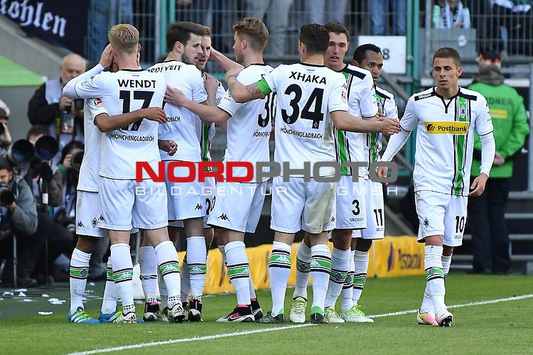 24.04.2016, Borussia-Park, Moenchengladbach, GER, 1.FBL,  Borussia Moenchengladbach vs TSG 1899 Hoffenheim <br /> im Bild / picture shows: <br /> Tor  durch Andr&eacute; Hahn (Borussia M&ouml;nchengladbach #28) 3:1 f&uuml;r Gladbach Torjubel / Jubel , Andr&eacute; Hahn (Borussia M&ouml;nchengladbach #28)Raffael (Borussia M&ouml;nchengladbach #11)<br /> <br /> <br /> <br /> <br /> Foto &copy; nordphoto / meuter