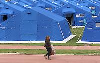 L Aquila 09/04/2009. Un terremoto ha colpito la citta dell Aquila nella notte tra il 5 e il 6 Aprile. La piu' grande tendopoli per l'accoglienza degli sfollati e situata in Piazza D'Armi. <br /> A strong eatrhquake hit the city of Aquila last 6 april. Piazza D'Armi is the biggest tent camp with more than 200 tents. <br /> Photo samantha Zucchi Insidefoto