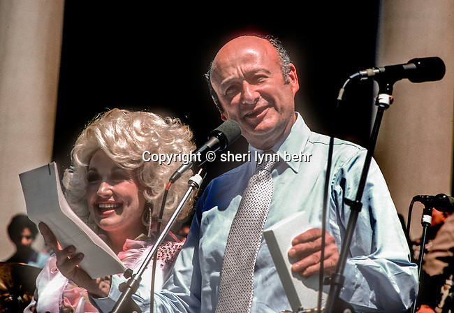 NYC Mayor Ed Koch gives Dolly Parton keys to the city at City Hall