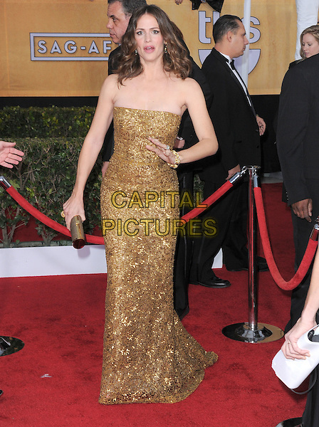 Jennifer Garner.Arrivals at the 19th Annual Screen Actors Guild Awards at the Shrine Auditorium in Los Angeles, California, USA..27th January 2013.SAG SAGs full length dress gold beads beaded sequins sequined clutch bag hand arm mouth open.CAP/DVS.©DVS/Capital Pictures.
