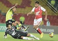 BOGOTÁ -COLOMBIA, 28-11-2013. Camilo Vargas (I) arquero  y Juan D. Roa (D) de Independiente Santa Fe disputa el balón con Jefferson Duque (C) del Atlético Nacional durante partido por la fecha 1 de los cuadrangulares finales de la Liga Postobón  II 2013 jugado en el estadio Nemesio Camacho el Campín de la ciudad de Bogotá./ Independiente Santa Fe goalkeeper Camilo Vargas (L)  and Juan D. Roa (R) fights for the ball with Atletico Nacional player Jefferson Duque (C) during match for the first date of final quadrangulars of the Postobon  League II 2013 played at Nemesio Camacho El Campin stadium in Bogotá city. Photo: VizzorImage/ Gabriel Aponte /