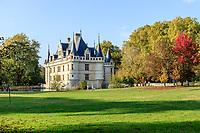 France, Indre-et-Loire (37), Azay-le-Rideau, parc et château d'Azay-le-Rideau en automne