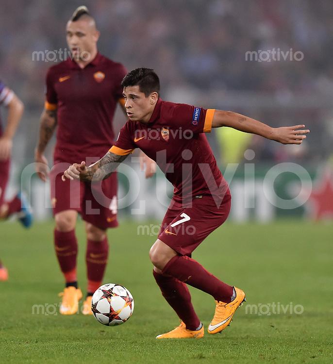 FUSSBALL   CHAMPIONS LEAGUE   SAISON 2014/2015   Vorrunde AS Rom - FC Bayern Muenchen        21.10.2014 Juan Manuel Iturbe (AS Rom) am Ball