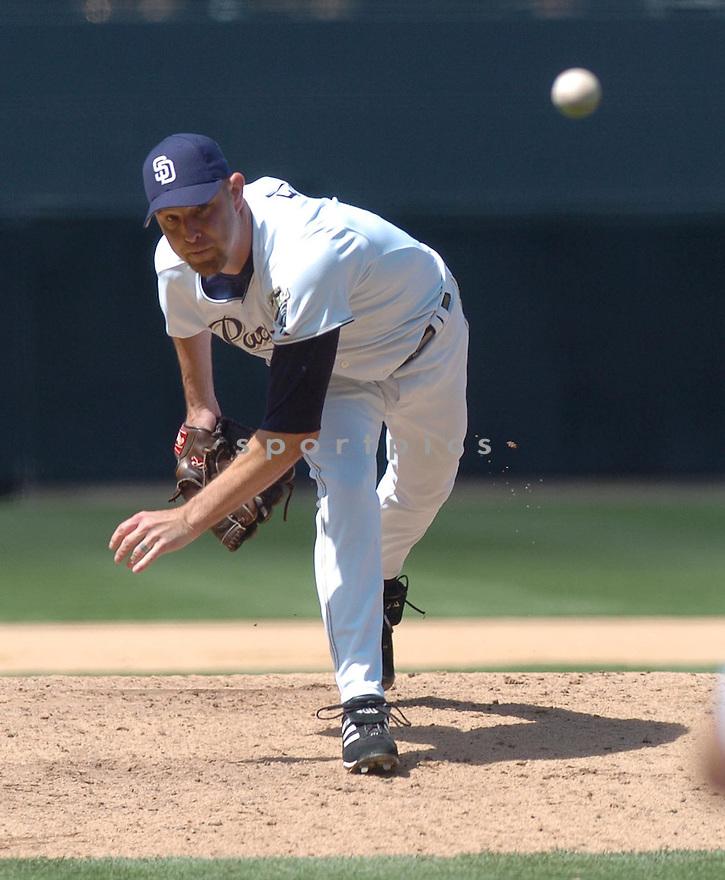 Alan Embree, of the San Diego Padres, during their game agaist Arizona Diamondbacks the  on April 26, 2006 in San Diego...Arizon wins 3-2..Nils Nilsen / SportPics