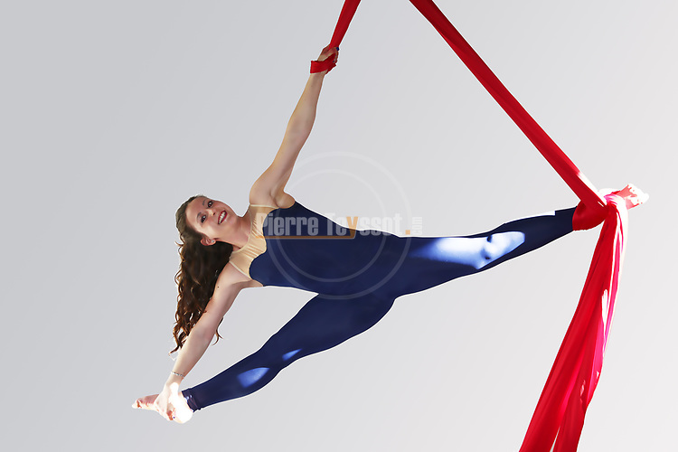 Sara performs during the Artinaria Aerial Lab Photoshooting with Pierre Teyssot in Pergine Valsugana, on April 14, 2018.  www.artinaria.it