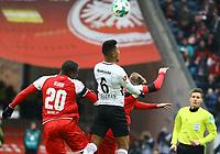 Jonathan de Guzman (Eintracht Frankfurt) gegen Anthony Ujah (1. FSV Mainz 05), Alexandru Maxim (1. FSV Mainz 05) - 17.03.2018: Eintracht Frankfurt vs. 1. FSV Mainz 05, Commerzbank Arena