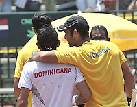 CALI – COLOMBIA – 05-04-2014: Juan Sebastian Cabal de Colombia y Victor Estrella de Republica Dominicana al termino del partido del dia dos de partidos en el Grupo I de la Zona Americana de la Copa Davis, partidos entre Colombia y República Dominicana en Estadio de Tenis Alvaro Carlos Jordan en la ciudad de Cali. / Juan Sebastian Cabal of Colombia and Victor Estrella of the Dominican Republic at the end of the match of the day two in matches for the Group I of the American Zone Davis Cup, between Colombia and the Dominican Republic, at the Carlos Alvaro Jordan, Tennis  Stadium in the city of Cali. Photo: VizzorImage / Luis Ramirez / Staff.
