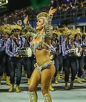 SAO PAULO, SP, 10 FEVEREIRO 2013 - CARNAVAL SP - ACADEMICOS DO TUCURUVI  - Integrantes da escola de samba Academicos do Tucuruvi durante desfile no segundo dia do Grupo Especial no Sambódromo do Anhembi na região norte da capital paulista, na madrugada deste domingo, 10. (FOTO: WILLIAM VOLCOV / BRAZIL PHOTO PRESS).