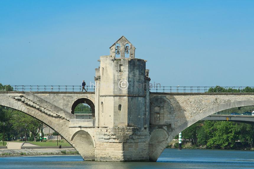 France, Vaucluse (84), Avignon, le pont Saint-Bénézet et la chapelle Saint-Nicolas // France, Vaucluse, Avignon, bridge St Benezet and the Chapel St Nicolas