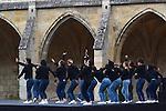 Grand Remix de la Messe pour le temps pr&eacute;sent<br /> <br /> Maurice B&eacute;jart<br /> Chor&eacute;graphie des Jerks<br /> Avec l&rsquo;autorisation de la Fondation Maurice B&eacute;jart<br /> <br /> Herv&eacute; Robbe chor&eacute;graphe<br /> Chor&eacute;graphie du Grand Remix<br /> <br /> Pierre Henry musique<br /> Etudiants de l&rsquo;Ecole sup&eacute;rieure du Centre national de danse contemporaine - Angers interpr&eacute;tation<br /> Production Centre national de danse contemporaine - Angers, direction Robert Swinston<br /> <br /> Danseurs : Etudiants de l&rsquo;Ecole sup&eacute;rieure du Centre national de danse contemporaine - Angers,<br /> Maxime Aubert, Yohann Baran, Amandine Brun, Auranne Brunet-Manquat, Pauline Dassac, Julien Derradj, Nolwenn Ferry, Lara Gouix, Agata Jarosova, Alice Lada, Juan Pablo Landazuri, Th&eacute;o Le Bruman, Charlotte Louvel, Kevin Martial, Jos&eacute; Meireles, Victoria Pignato, Pauline Sonnic, Jeanne Stuart, Ana&iuml;s Vignon, Jiaqi Wu<br /> <br /> Transmission des Jerks Dominique Genevois, Juichi Kobayashi<br /> Directeur de l&rsquo;Ecole sup&eacute;rieure du Centre national de danse contemporaine - Angers Robert Swinston<br /> Cr&eacute;ation Lumi&egrave;re Fran&ccedil;ois Maillot<br /> Costumes Anne Poupelin<br /> Lieu : Clo&icirc;tre de l'Abbaye de Royaumont<br /> Ville : Asni&egrave;res sur Oise<br /> Date : 25/09/2016
