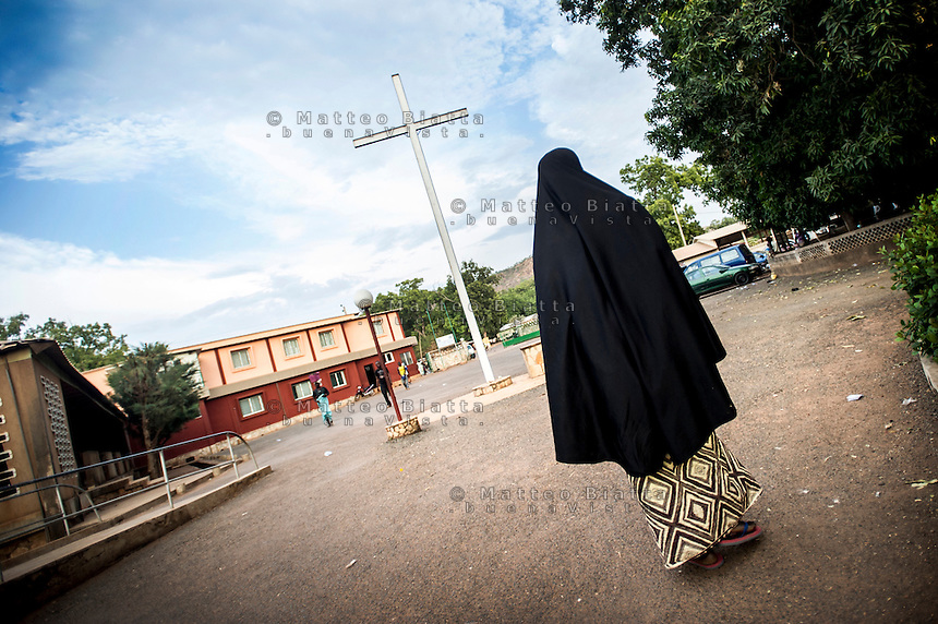 FATEBENEFRATELLI SAINT JEAN DE DIEU HOSPITAL IN TANGUIETA IN THE PICTURE A MUSLIM WOMAN WALKING IN COURTYARD HOSPITAL PHOTO BY MATTEO BIATTA