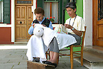 Burano, merlettaie al lavoro, 2004, lace makers at work © Fulvia Farassino