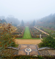 France, Loir-et-Cher (41), Cellettes, Château de Beauregard et parc, le jardin des Portraits en automne imaginé par Gilles Clément (vue aérienne)