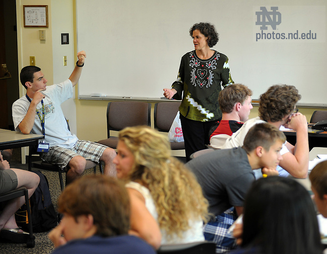 Kroc Peace Institute professor Susan St. Ville teaches a seminar in the Global Issues summer program...Photo by Matt Cashore/University of Notre Dame
