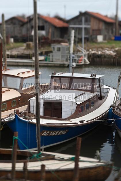 Europe/France/Aquitaine/33/Gironde/Bassin d'Arcachon/La Teste de Buch: Port ostréicole - pinasse et cabanons d'otréiculteurs
