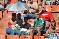SÃO PAULO, SP, 21 DE SETEMBRO DE 2013 - CAMPEONATO BRASILEIRO SÉRIE B - PALMEIRAS x SPORT: Torcida durante partida Palmeiras x Sport, válida pela 23ª rodada do Campeonato Brasileiro 2013 Série B, disputada no estádio do Pacaembu em São Paulo. FOTO: LEVI BIANCO - BRAZIL PHOTO PRESS.