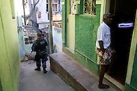 Rio de  janeiro,10 de Julho de 2012- Na  manhã dessa terça-feira(10) policias civis, militares, com apio do carro blindado ( caveirão) realizaram ooperação  conjunta na comunidade do jacarezinho,  zona  norte -rj.<br /> Guto Maia / Brazil Photo Press