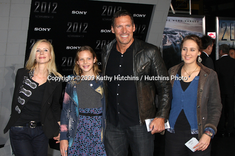 """Ralf Moeller.arriving at the """"2012"""" Premiere.Regal 14 Theaters at LA Live.West Hollywood,  CA.November 3, 2009.©2009 Kathy Hutchins / Hutchins Photo."""