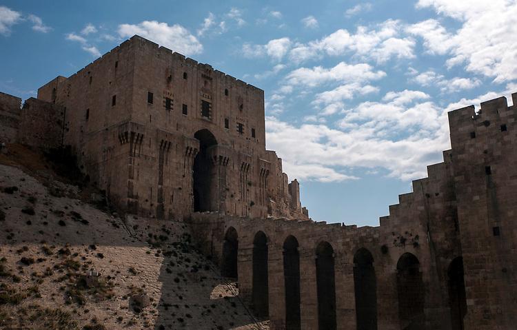 Citadelle d'Alep. <br /> &bull; <br /> Aleppo Citadel.