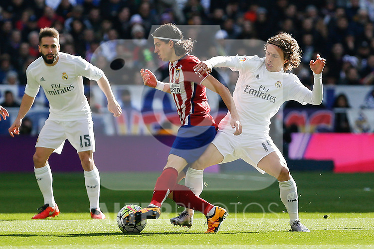 Real Madrid´s Luka Modric and Atletico de Madrid´s Filipe Luis during 2015/16 La Liga match between Real Madrid and Atletico de Madrid at Santiago Bernabeu stadium in Madrid, Spain. February 27, 2016. (ALTERPHOTOS/Victor Blanco)