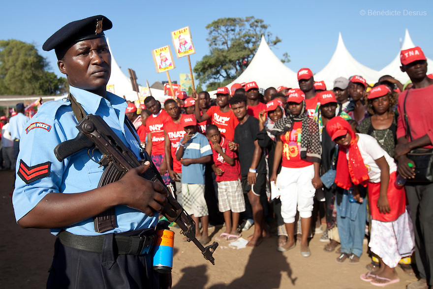 28 february 2013 - Mombasa, Kenya - A Kenya Police's officer and supporters of Kenya's Deputy Prime Minister and Presidential candidate Uhuru Kenyatta from The National Alliance (TNA) at an election rally at the Khadijah Primary School in Mombasa, Kenya. General elections will be held in Kenya on 4 March 2013. They will be the first elections held under Kenya's new constitution, promulgated in 2010. The last Kenya's elections left more than 1000 people dead and 650,000 displaced. Presidential candidate Uhuru Kenyatta is facing charges of crimes against humanity at the International Criminal Court (ICC) for his role in inciting the 2007-2008 post-election violence. Photo credit: Benedicte Desrus