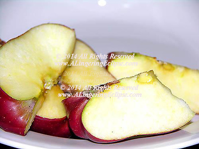 Red Delicious Apple Slices