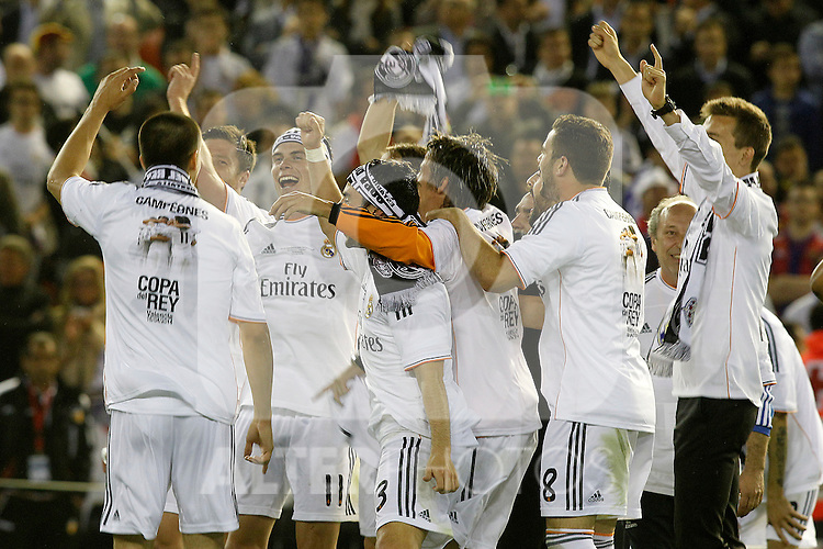 Real Madrid's Garet Bale celebrates with his partners the victory in the spanish KIng's Cup Final match.April 16,2014. (ALTERPHOTOS/Acero)