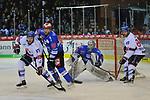 v.l. Mannheims David Wolf (Nr.89), Schwenningens Dominik Bohac (Nr.86), Schwenningens Dustin Strahlmeier (Nr.34), Mannheims Andrew Desjardins (Nr.84)  beim Spiel in der DEL, Schwenninger Wild Wings (blau) - Adler Mannheim (weiss).<br /> <br /> Foto &copy; PIX-Sportfotos *** Foto ist honorarpflichtig! *** Auf Anfrage in hoeherer Qualitaet/Aufloesung. Belegexemplar erbeten. Veroeffentlichung ausschliesslich fuer journalistisch-publizistische Zwecke. For editorial use only.