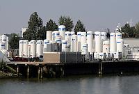 Linde Gas  in Rotterdam, aan de Maas