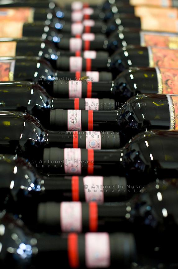 Bottles of Brunello di Montalcino ready for the distribution.Bottiglie di Brunello di Montalcino pronte per la distribuzione.
